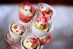 Пирожные на стойке Стоковые Изображения RF