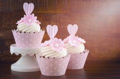 Пирожные пинка стиля дня свадьбы затрапезные шикарные Стоковое Фото