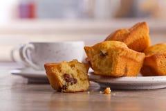 Пирожные с изюминками и кофе Стоковая Фотография