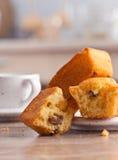 Пирожные с изюминками и кофе Стоковые Изображения RF