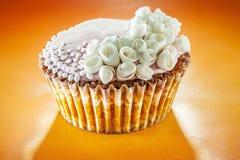 Пирожные украшенные с розами Стоковое Изображение RF