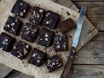 Пирожные шоколада кусков пирога на деревянной предпосылке печь домодельный скопируйте космос Стоковые Фото