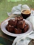 Пирожные шоколада кусков пирога на деревянной предпосылке печь домодельный скопируйте космос Стоковое Изображение RF