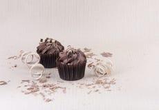 2 пирожные шоколада и шоколада брызгают Стоковое Изображение RF