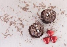 2 пирожные шоколада и шоколада брызгают Стоковые Изображения RF