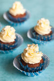 Пирожные шоколада с ванильной сливк Стоковая Фотография RF