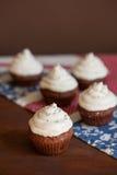Пирожные шоколада с замораживать плавленого сыра Стоковое Изображение RF