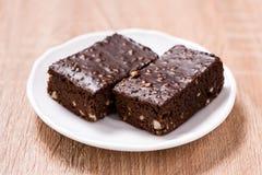 Пирожные шоколада торта на деревянной предпосылке Стоковые Изображения