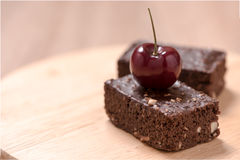 Пирожные шоколада торта на деревянной предпосылке Стоковое фото RF
