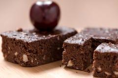 Пирожные шоколада торта на деревянной предпосылке Стоковое Фото