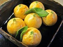 Пирожные tangerines мусса оранжевые в шоколаде коробки Стоковое Изображение
