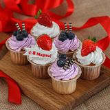 6 пирожных на 8-ое марта Стоковые Фото