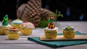 6 пирожных рождества над деревянным столом стоковое фото