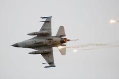 Пирофакелы F-16 Стоковые Фотографии RF