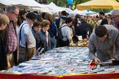 Пиршество Sant Jordi в Каталонии стоковые изображения