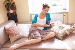 писание sms стоковая фотография rf