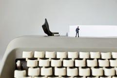 Писатель с чистым листом бумаги Стоковое Изображение RF
