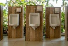 Писсуары в туалете стоковая фотография rf