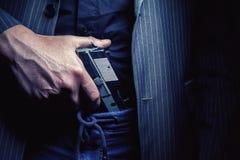 Пистолет человека и серебра Стоковые Фотографии RF