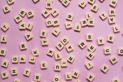 Письма алфавита на розовой предпосылке Стоковое Изображение RF