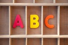 Письма алфавита в деревянном случае письма Стоковое Изображение RF