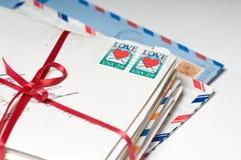 письма любят красную связанную тесемку Стоковая Фотография RF