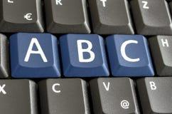 Письма a, b и c подчеркнутые на клавиатуре компьютера стоковые фото