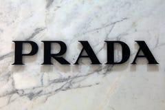 Письма Prada на мраморной стене Стоковые Фотографии RF