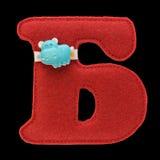 Письмо кириллического алфавита сделанного из изолированного войлока на черноте Стоковая Фотография RF