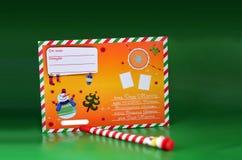 Письмо Нового Года, карандаш, снеговик на зеленой предпосылке, Новый Год стоковая фотография