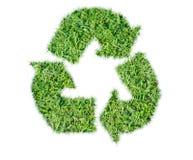 Письмо рециркулирует изолированную траву знака зеленую Стоковые Изображения