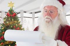 Письмо рождества чтения Санта Клауса Стоковое Изображение