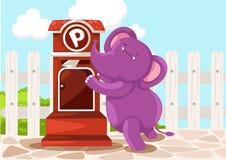 Письмо sendin слона шаржа Стоковые Фотографии RF