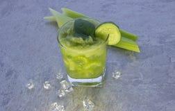 Питательный коктейль сельдерея для потери и поддержания веса здорового образа жизни стоковая фотография