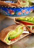Пита с овощами, салатом и сыром стоковое фото rf