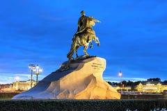 Питер большой наездник бронзы памятника на квадрате сената, St Стоковая Фотография RF