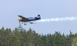 Питер Besenyei от Венгрии на Airshow Стоковые Фото