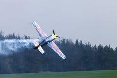 Питер Besenyei от Венгрии на Airshow Стоковые Изображения RF