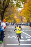Питер Cheruiyot Kirui (Кения) бежит марафон 2013 NYC Стоковые Изображения RF