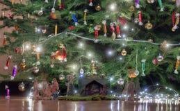 Питомник рождества под рождественской елкой Стоковые Фото