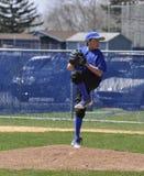 Питчер бейсбола подростка Стоковая Фотография RF