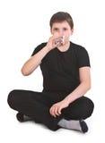 Питьевая вода мальчика стоковая фотография rf