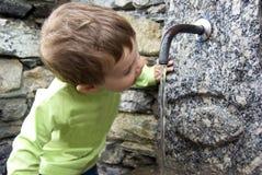 питьевая вода стоковые изображения