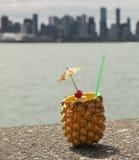 Питье ананаса Стоковые Фото