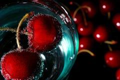 питье вишни Стоковые Фотографии RF