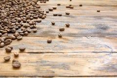 Питье деревянной винтажной предпосылки зерен кофе фасолей горячее Стоковые Изображения