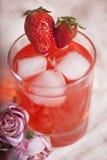 Питье лета лимонада плодоовощ клубники Стоковое фото RF