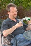 питье идя к стоковое фото