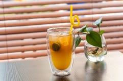 Питье лимона кумквата стоковая фотография rf