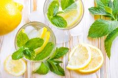 Питье лимона стоковые фотографии rf